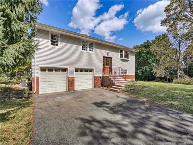 3 BR,  2.00 BTH  Bilevel style home in Monroe